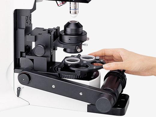 便于在聚光镜四周调节的设计